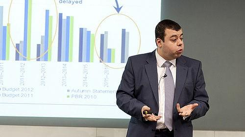 Azad Zangana, Europees econoom bij Schroders, ziet zich genoodzaakt om de groeiverwachting van de eurozone voor 2019 naar beneden bij te stellen.