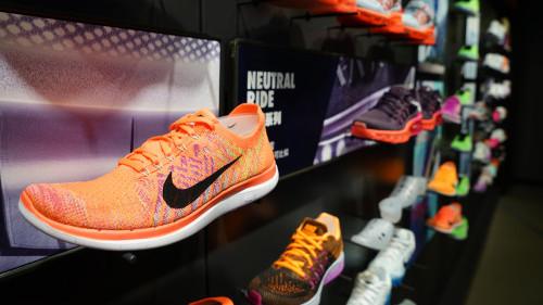 Nike boekt meevallende cijfers CashCow.nl